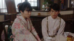 東野絢香さんと井上拓哉さん、ドラマ『おちょやん』のワンシーン
