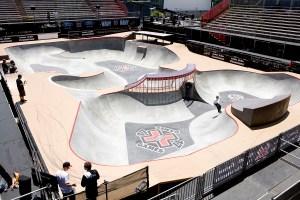 『スケートボード・パーク』の競技場、こんなところを滑りまわります。